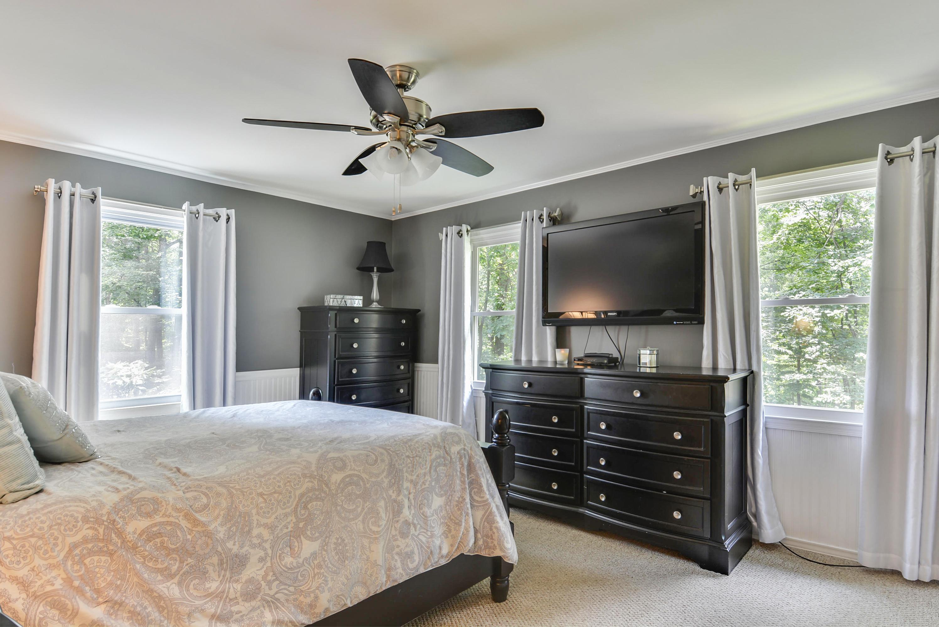 Main Level-Bedroom-_DSC7677